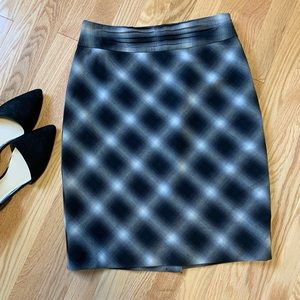 4/$25 The Limited  Diamond Plaid Pencil Skirt B9